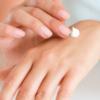 カサカサ!手の乾燥の原因とハンドクリームを塗る以外の対策方法